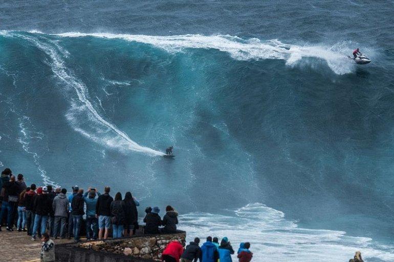 Серфинг по большим волнам